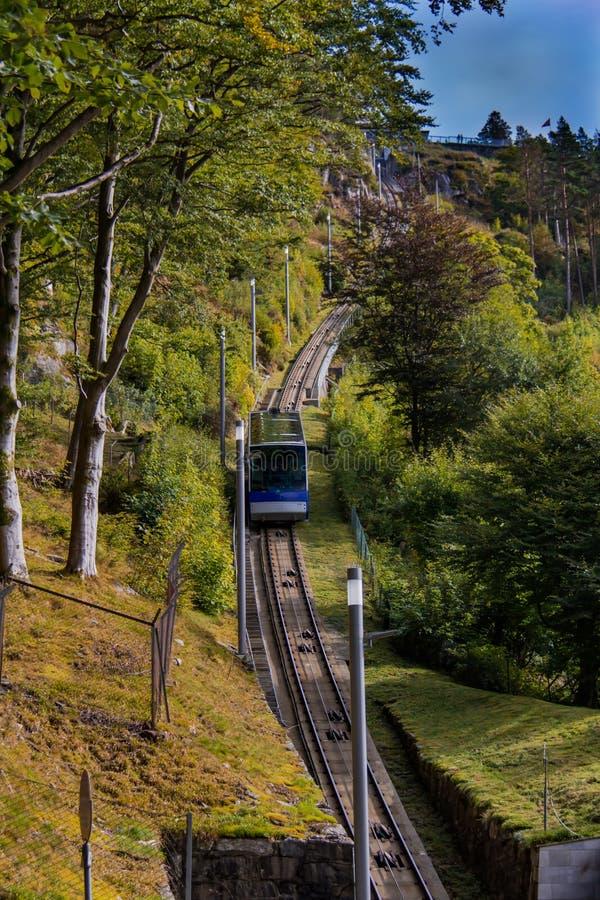 Stigande Floyen för bergbana berg i Bergen, Norge fotografering för bildbyråer