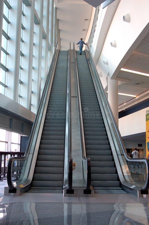 stigande rulltrappa royaltyfria foton