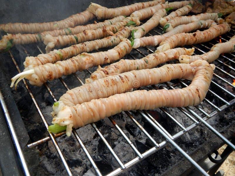 Stigghiola - żyłki cielęcina na grillu - Typowy Palermo ulicy jedzenie obraz stock