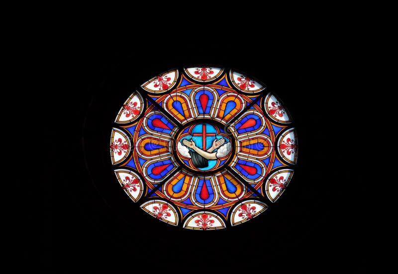 Stigmates de Jésus et de St Francis, symbole des franciscains, fenêtre en verre teinté dans les Di Santa Croce de basilique à Flo photographie stock libre de droits