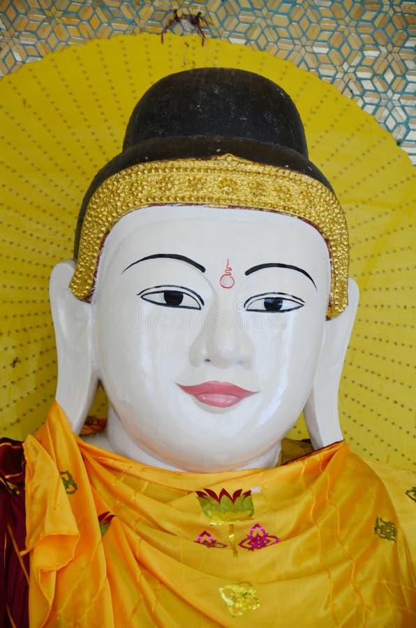 Stil för Burma för Buddhabildstaty av den Botataung pagoden royaltyfri bild