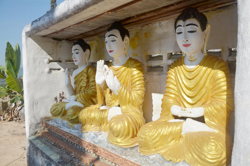 Stil för Burma för Buddhabildstaty på Tai Ta Ya Monastery royaltyfri bild
