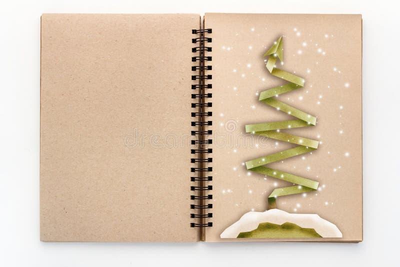 Stil för snitt för X'mas trädpapper på sketchbook för tom sida fotografering för bildbyråer