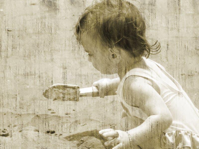 Stile/bambino dell'oggetto d'antiquariato alla spiaggia fotografie stock libere da diritti