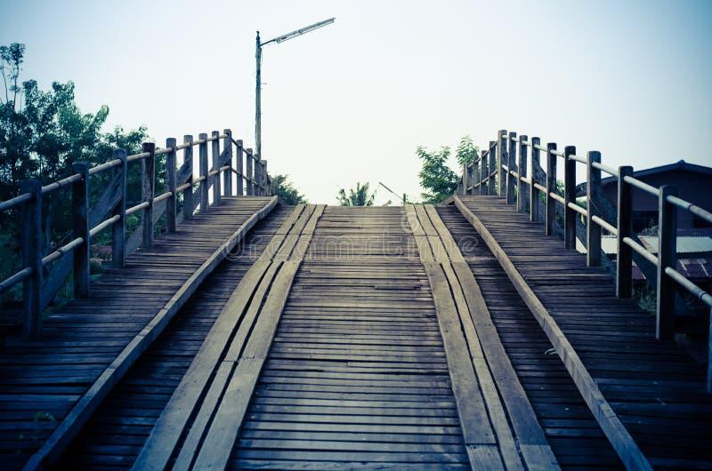 Stile blu d'annata un vecchio ponte del legname fotografia stock libera da diritti