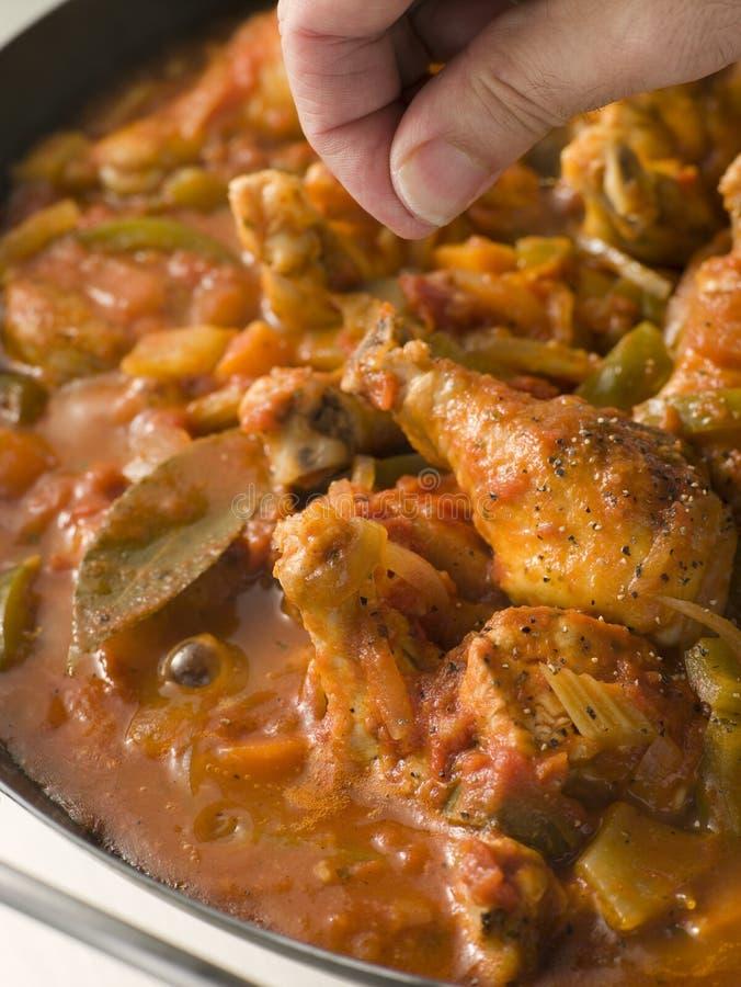 Stile creolo della Luisiana del pollo che cucina in una vaschetta fotografia stock libera da diritti