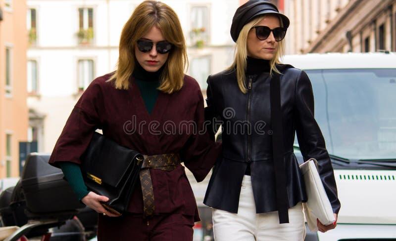 Stile della via: Milan Fashion Week Autumn /Winter 2015-16 immagini stock