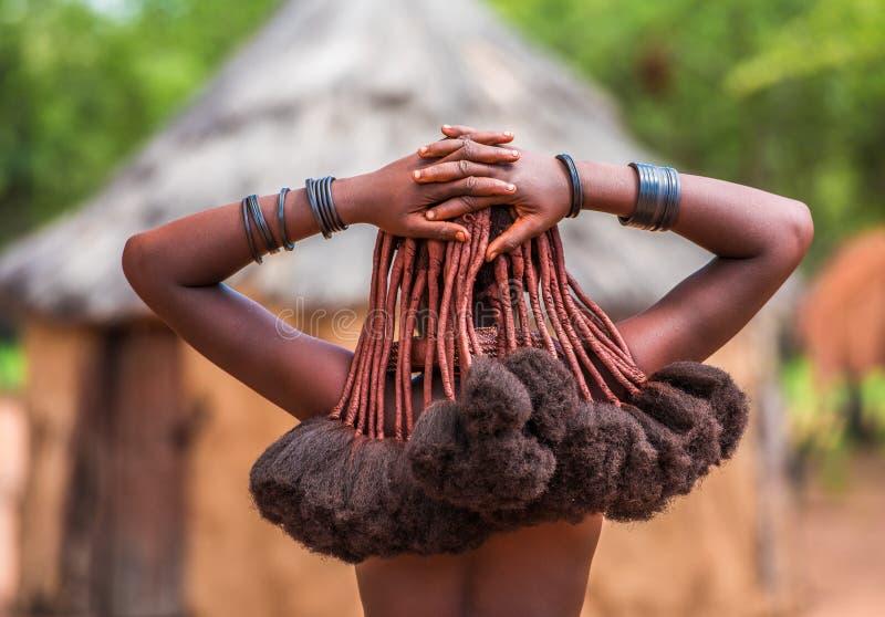 Stile di capelli delle donne di Himba, tribespeople viventi in Namibia fotografia stock libera da diritti