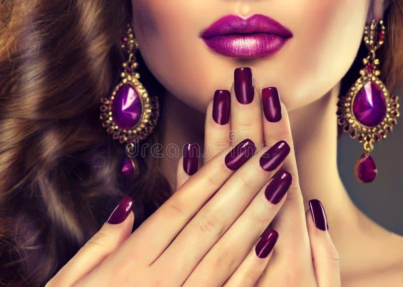 Stile di lusso di modo, manicure delle unghie immagini stock libere da diritti