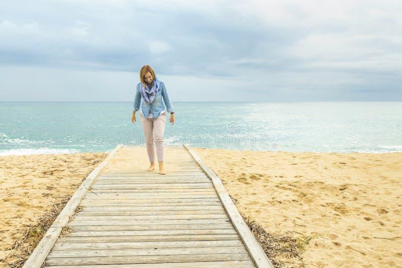 Stile di vita ottimista Potere di una donna positiva immagine stock libera da diritti