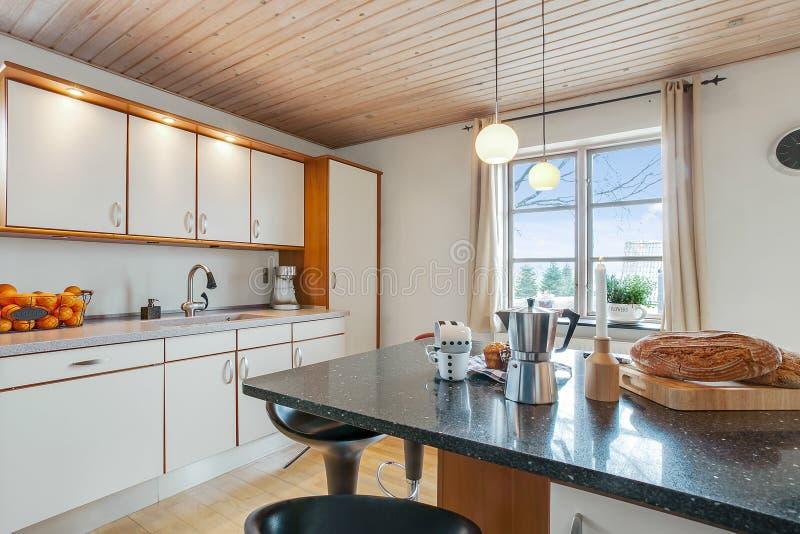 Stile di vita in una cucina immagini stock