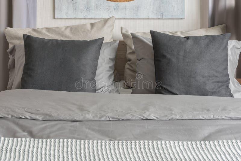 Stile moderno della camera da letto con il tono grigio di colore immagine stock immagine di - Colore della camera da letto ...