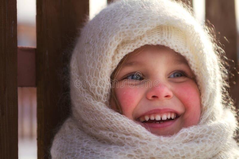 Stile russo Bella bambina in scialle immagine stock