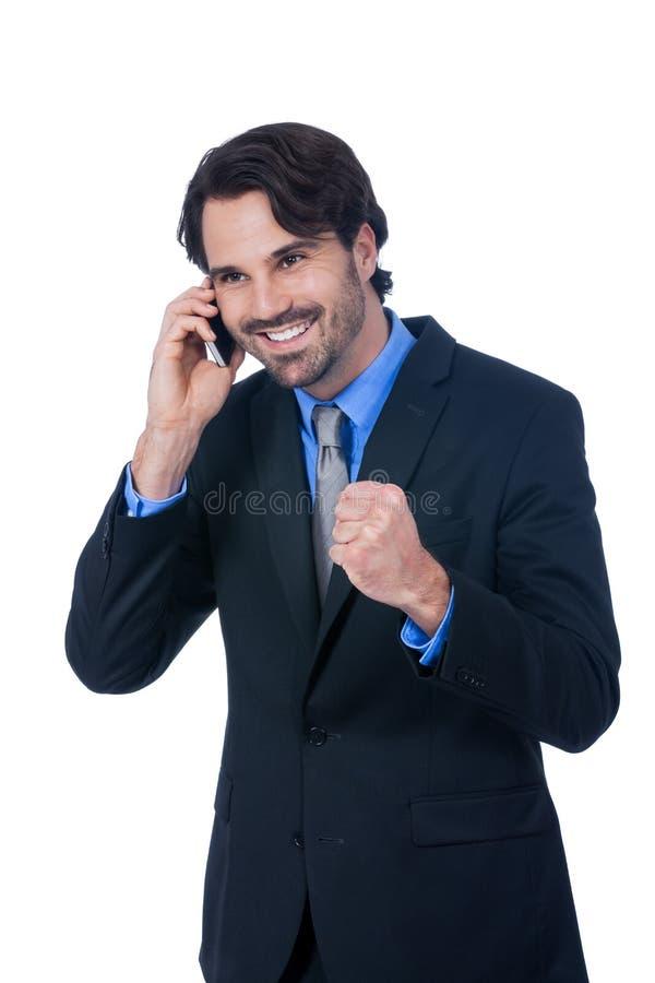 Stilfull affärsman som talar på hans mobiltelefon arkivbilder
