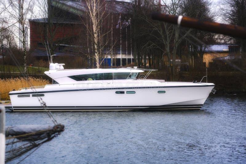 Stilfull lyxig yacht, rik livsstil arkivbild