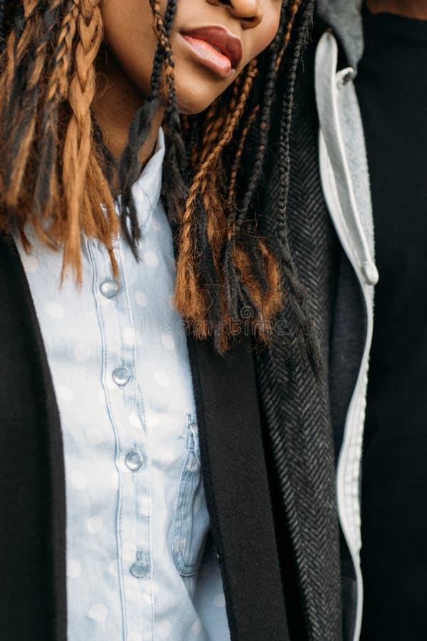 Stilfull modern ungdom Modeliv royaltyfri fotografi