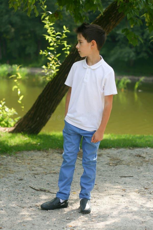 Stilfull pojke royaltyfri fotografi
