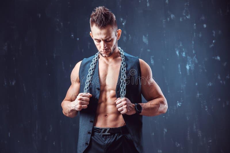 Stilfull shirtless man i waistcoat royaltyfri bild