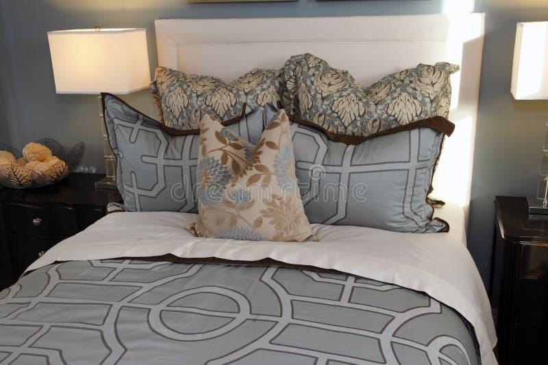 stilfull sovrumdekor arkivfoto
