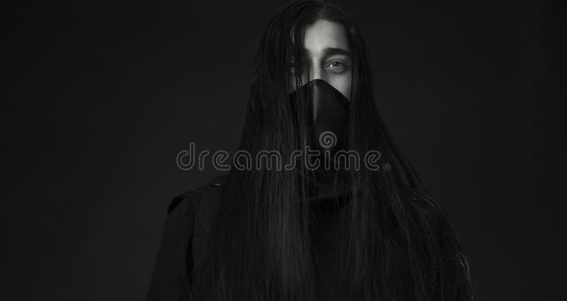 Stilfull stilig ung man Caucasian mans stående Man i svart royaltyfri foto