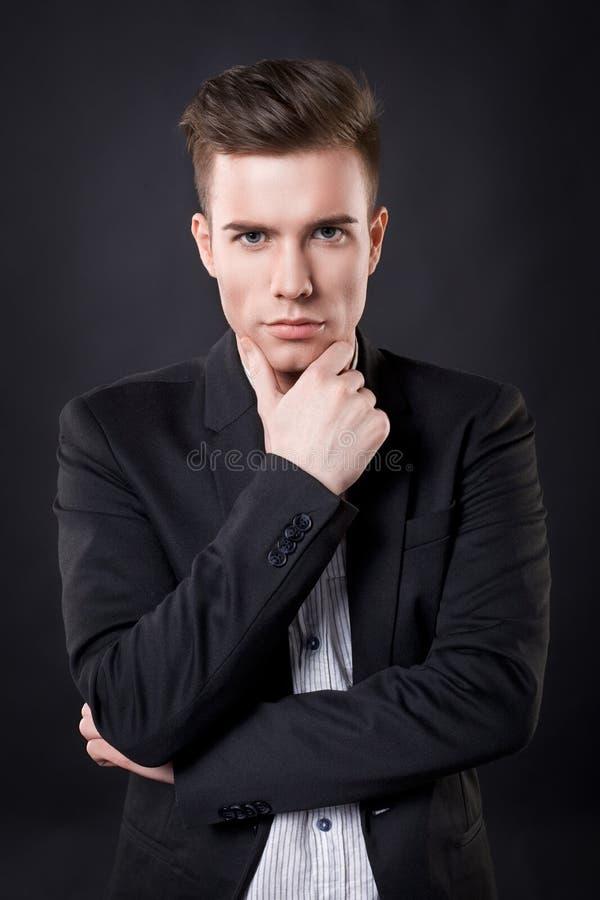 Stilfull ung attraktiv man arkivbilder