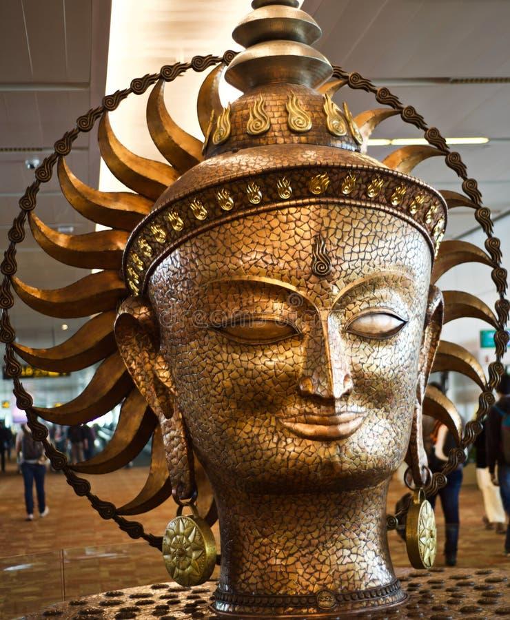 Stilfulla metalliska monument av det unika fotografiet för hinduisk religiös gud royaltyfri fotografi