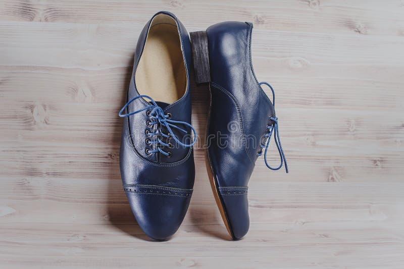 Stilfulla svarta mäns tillverkade skor för sällskapsdans royaltyfria foton