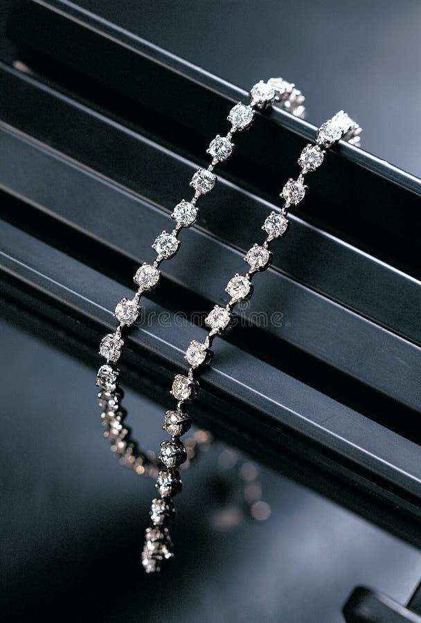 stilfullt hängande halsband royaltyfri fotografi