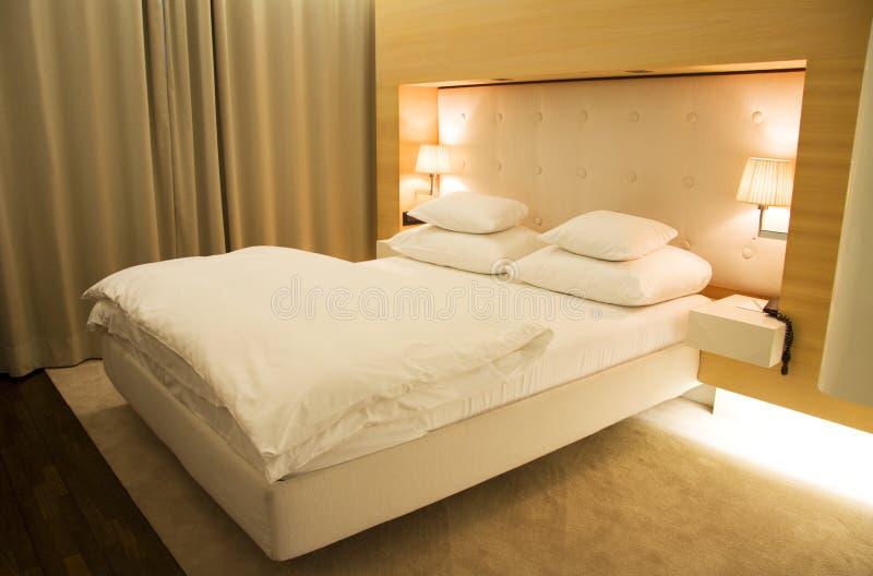 stilfullt sovrum fotografering för bildbyråer