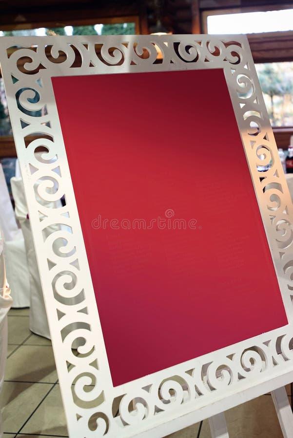 Stilfullt tomt bräde för gästlistan, menyn eller photobooth, advertis royaltyfria foton
