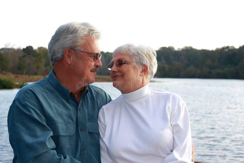 stilig äldre för par arkivbild