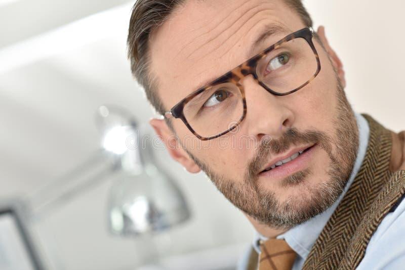 Stilig affärsman med glasögon royaltyfria foton