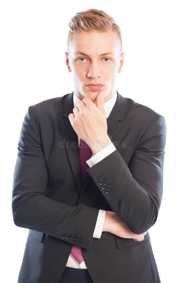 Stilig affärsman som tänker, medan trycka på hans haka arkivbild