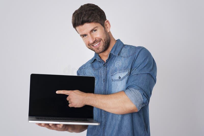 stilig bärbar datorman arkivbilder