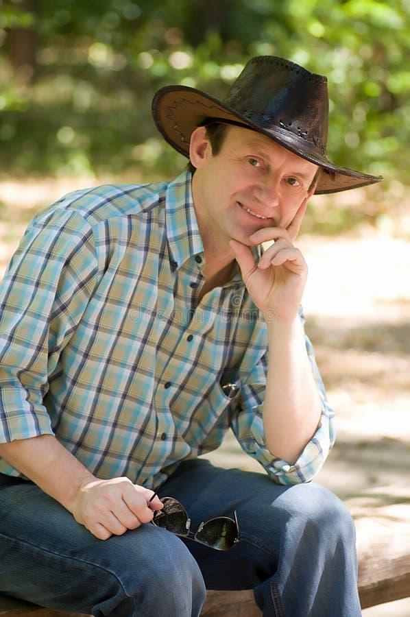 Stilig le man med med cowboyhatten royaltyfri foto