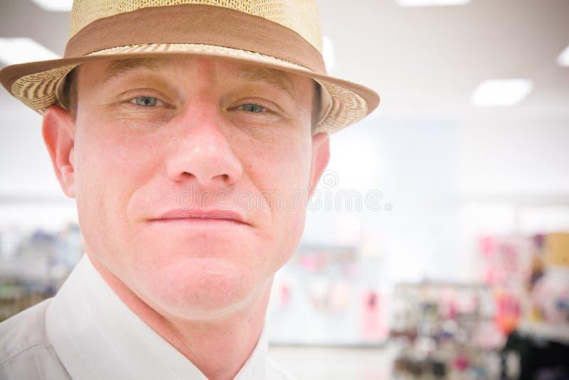 Stilig man i en hatt fotografering för bildbyråer