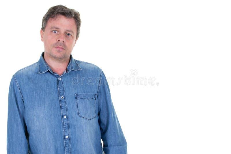 Stilig manstående på vit kopieringsutrymmebakgrund arkivbild
