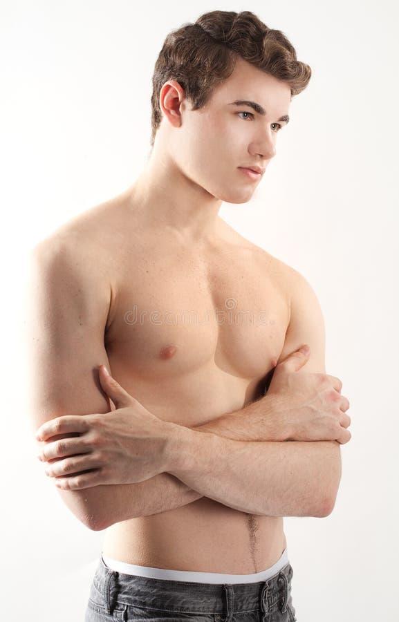 Stilig shirtless ung man fotografering för bildbyråer