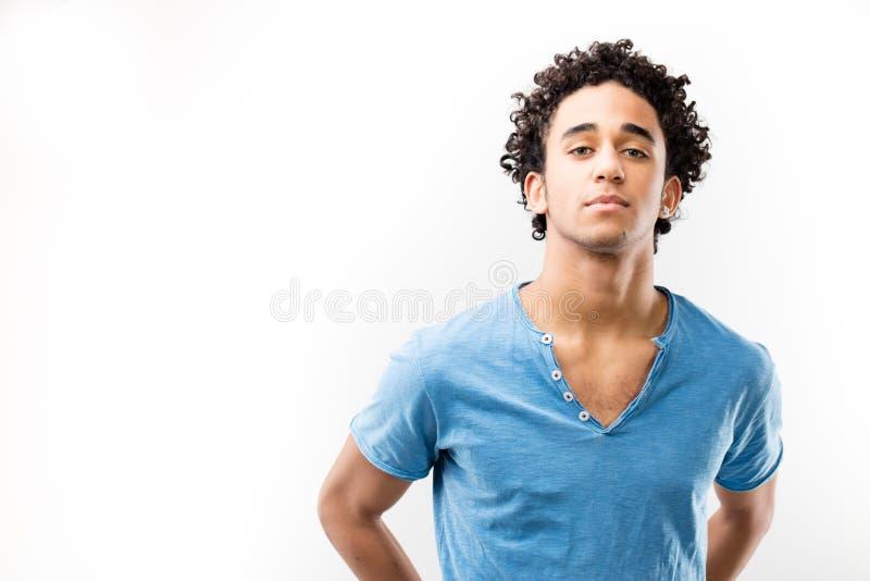 Stilig självsäker ung man royaltyfria bilder