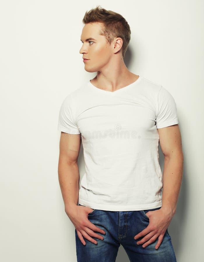 Stilig skjorta för manblankovit royaltyfri foto