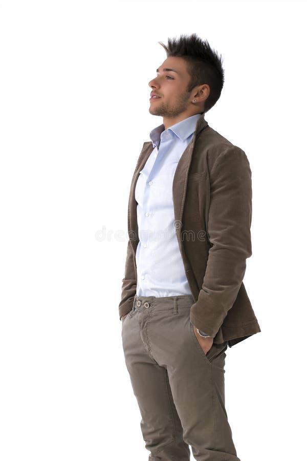 Stilig stående för ung man som står isolerad på vit royaltyfria bilder
