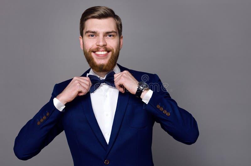 Stilig ung man med ett skägg royaltyfria foton