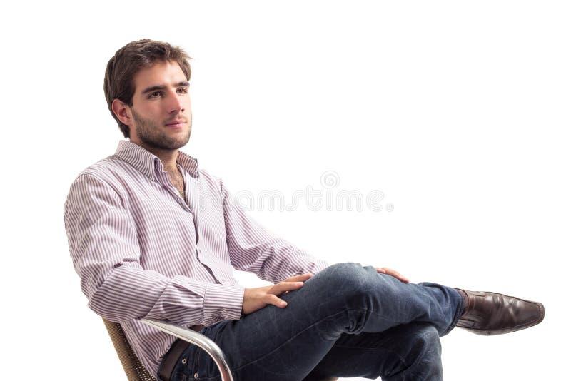 Stilig ung man som tillfälligt kläs arkivfoton