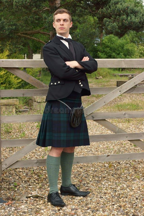 Stilig ung skotte i en kilt royaltyfri bild