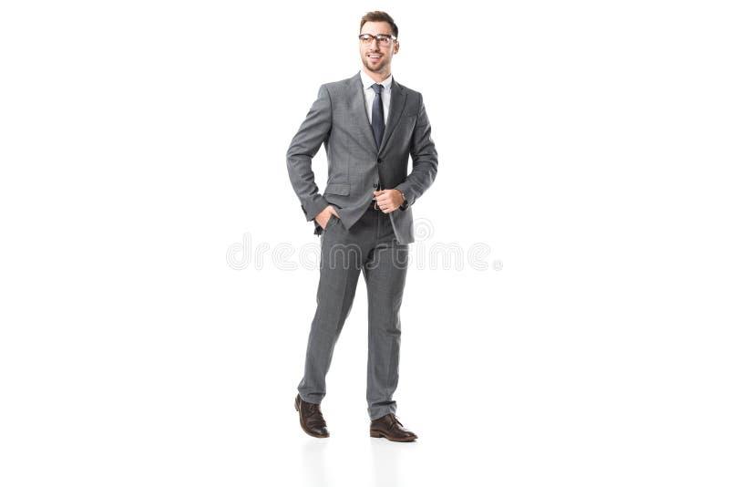stilig vuxen affärsman i dräkt och isolerade exponeringsglas royaltyfri foto