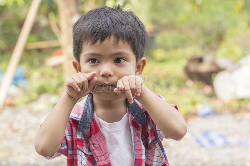 Stiligt litet barn för stående arkivfoton
