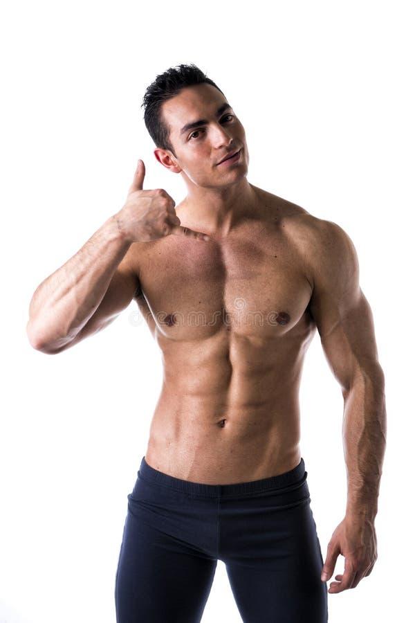 Stiligt muskulöst manligt göra för modell kallar mig gesten royaltyfri foto