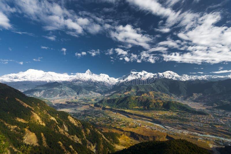 Stiliserad Annapurna Himalayan bergskedjadal arkivbilder