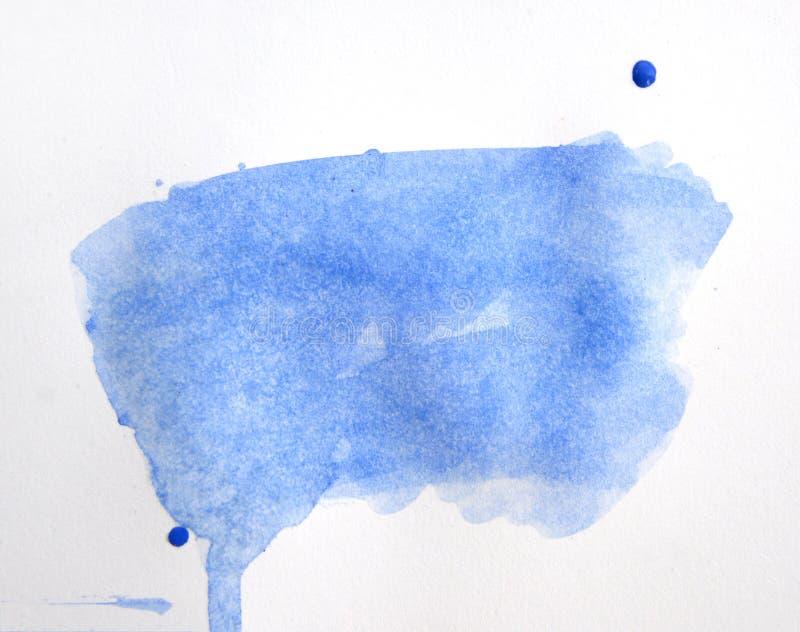 Stiliserad handen dragen pappers- textur för vattenfärgen isolerade blått fläck på vit bakgrund för designen, mall arkivbilder