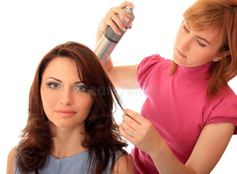 Stilist stellt Haar her stockfotografie
